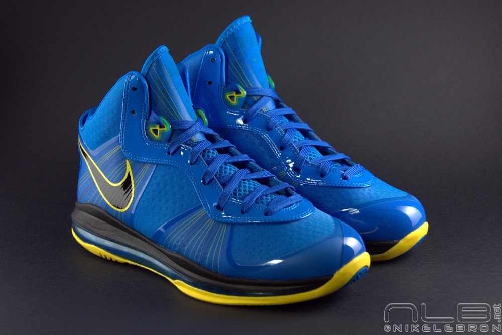 The Showcase Nike LeBron 8 V2 Entourage Including 2 Lace Swaps ...