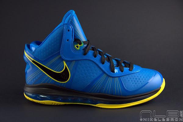The Showcase Nike LeBron 8 V2 Entourage Including 2 Lace Swaps