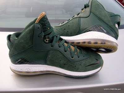 nike air max lebron 8 pe svsm away 3 03 Nike Air Max LeBron 8 V/1   SVSM Home&Away   Detailed Look