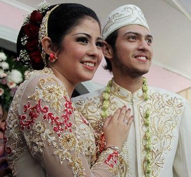 risty tagor dan rifky balweel Risty Tagor Melahirkan Setelah Menikah 6 Bulan