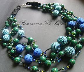naszyjnik szydełkowy z wplatanymi koralikami drobnymi Jablonex z kwiatami z masy polimerowej fimo modeliny Naszyjnik ślubny biżuteria szydełkowa