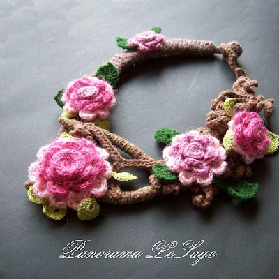 Naszyjnik szydełkowy kolia Jabłonka Wisenne kwiaty jabłoni moherowe