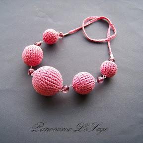Korale szydełkowe naszyjnik moherowy różowy puder koralekulki szydełkowa biżuteria