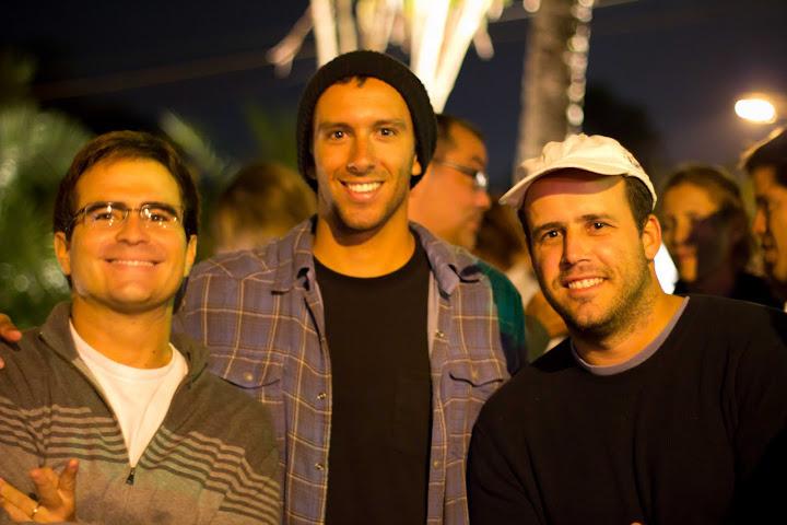 ea243012483 ... Hang Loose e mais recentemente para a Nike 6.0 - não por acaso os  jovens surfistas tops da marca Alejo Muniz e Julian Wilson estavam  presentes na festa.