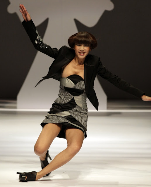 Model Catwalk Models Falling on The Catwalk