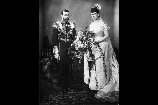 George V dan Putri Mary Teck,  6 Juli 1893