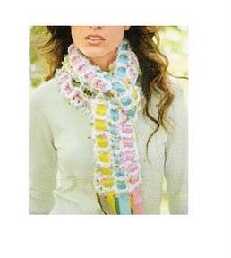 bufanda tejida a crocher con calados y cintas