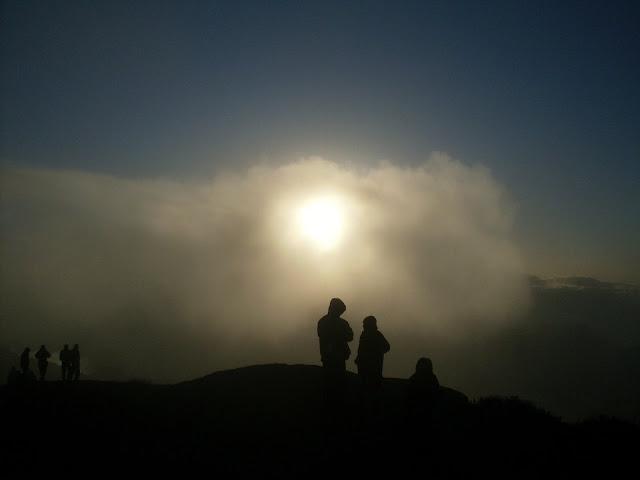 Escondido atrás de uma nuvem. Pedra do Sino