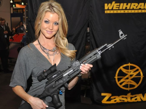 2010 shot show booth babes 01 130x120 Michelle Hunziker in a bikini, part five