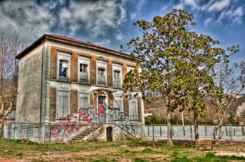 La maison, l'arbre et le banc... et l'HDR... 20110318_08_maison_tag_DSC100127_8_9_tonemapped