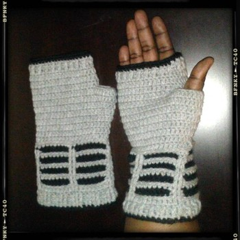 Doctor Who Dalek Inspired Fingerless Gloves free patttern