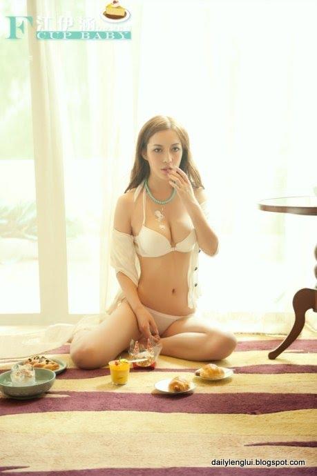 Phoebe Jiang Yihan 江伊涵