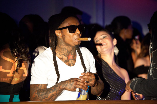 Foto do Lil Wayne comemorando a All-Star Weekend no clube Boulevard3