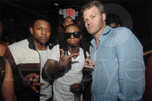 Lil Wayne comemorando o aniversário do Birdman no clube Cameo