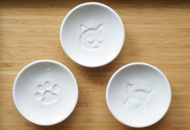 ダイソー・キャンドゥ・セリアで100均で買えるカワイイ猫食器!
