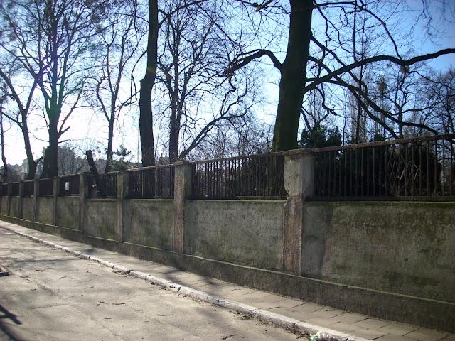 Mur od strony ul. Gajowej