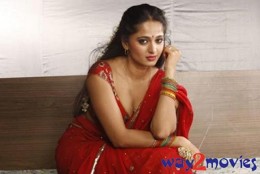 Anushka Hot Cleavage Exposing Stills From Vaanam Movie
