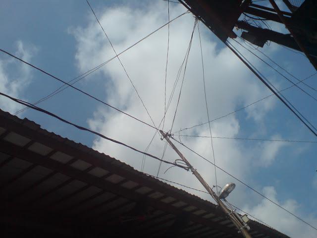 Sky-wire over Beringharjo