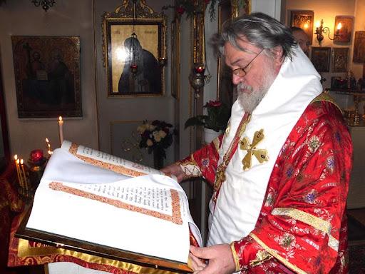 Архиепископ Лонгин Клинский, Божественная Литургия 29 апреля 2011 года. Фото Алексея Потупина