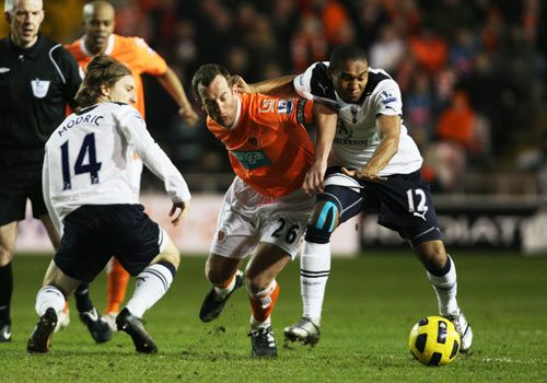 Charlie Adam with Luka Modric and Wilson Palacios, Blackpool - Tottenham Hotspur