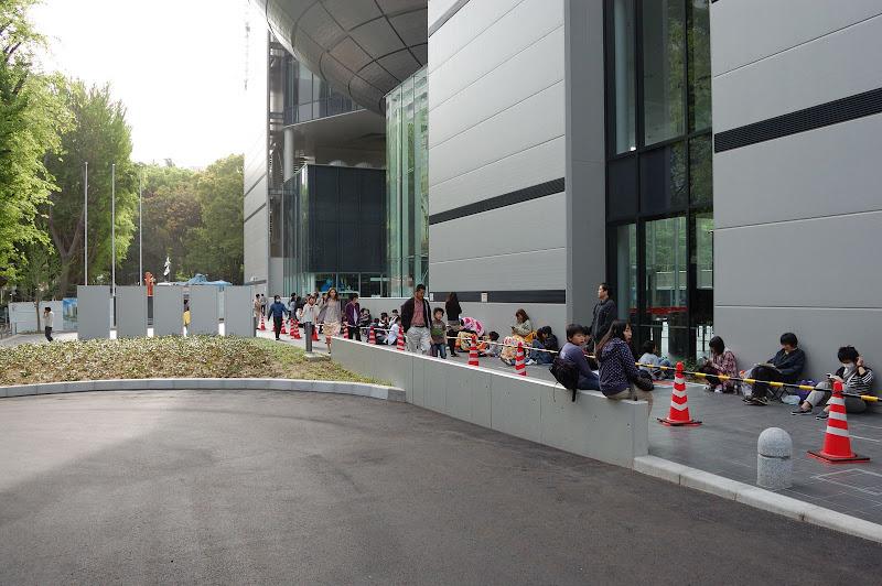 名古屋市科学館入り口の並んでいる列の写真