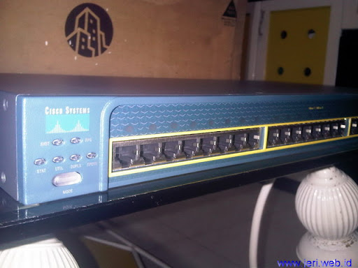 Cisco Catalyst 2950 Tampak depan