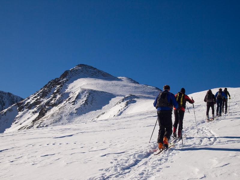 El grup avançant per la carena cap al Pic de la Mina