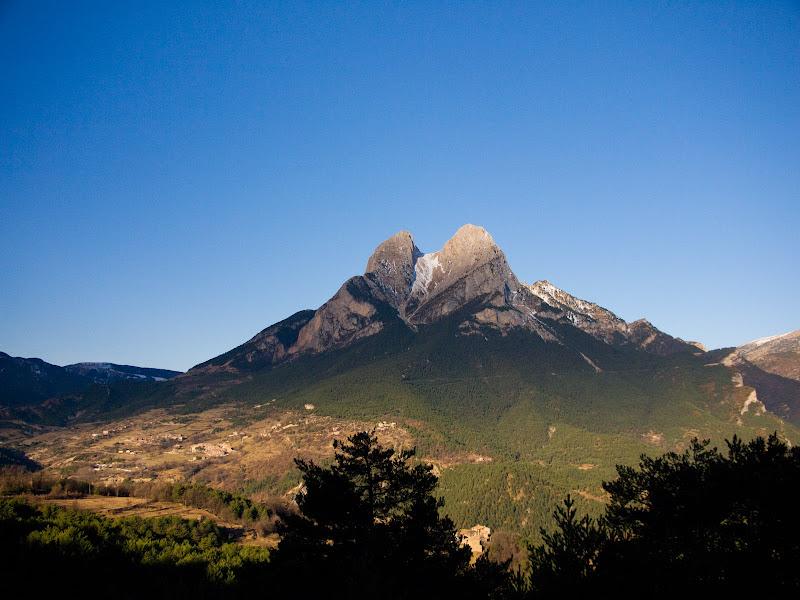 Vista frontal del Pedraforca