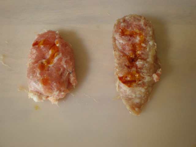 The iodine test immediately after application. The Butchers on the left, my homemade bratwurst on the right.