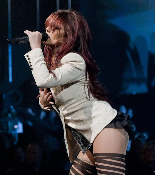 Cheryl Tweedy is a good performer:celebrities,cleavage