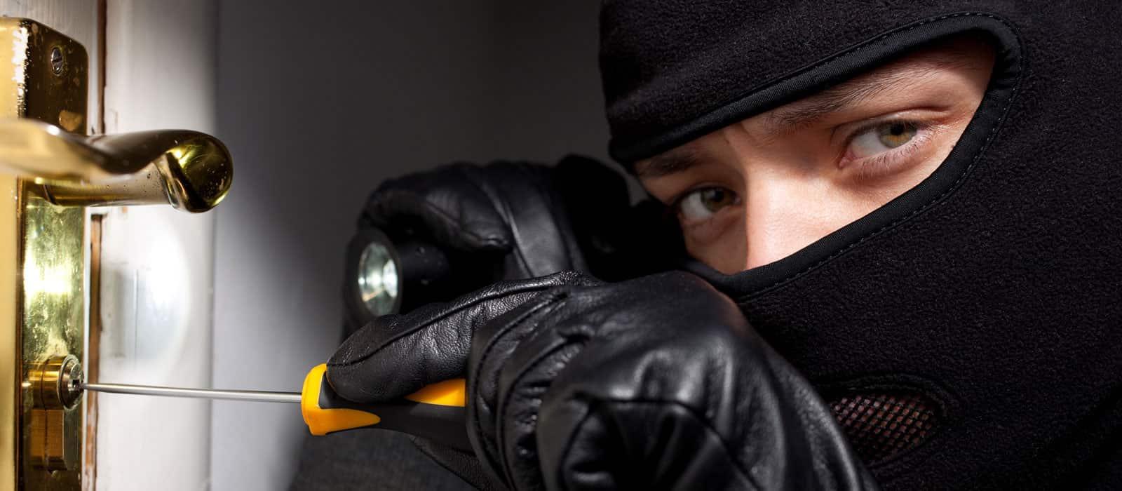 Trộm sẽ dè chừng, không dám dám bén mảng xâm nhập nếu nhà được lắp camera