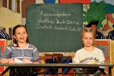Lisa und Senta berichten aus der Schule