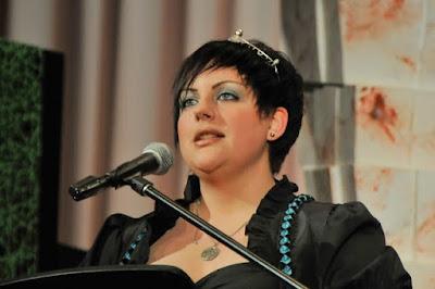 Schirmherrin des Markgräfler Gutedelcups ist die Markgräfler Weinprinzessin Sandra Löffler. Sie überreichte den Siegern die Urkunden.