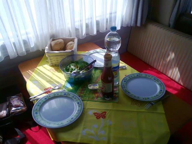 Schnell noch den Tisch gedeckt