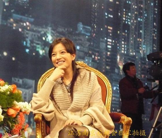 """11.01.2009: Triệu Vy đến Nam Kinh tuyên truyền """"Sử thi về một người con gái"""""""