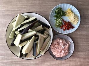 开胃下饭菜!巨简单的家常鱼香茄子煲的做法 步骤1