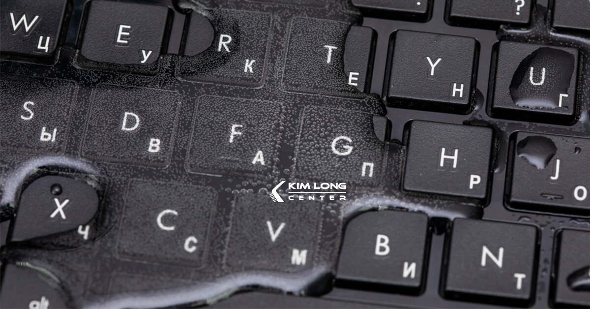 bàn phím laptop bị vô nước có ảnh hưởng gì không