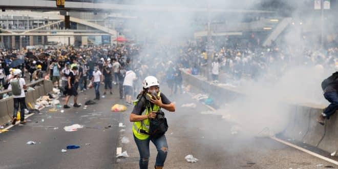 Periodistas de Hong Kong son reprimidos de igual manera que los manifestantes