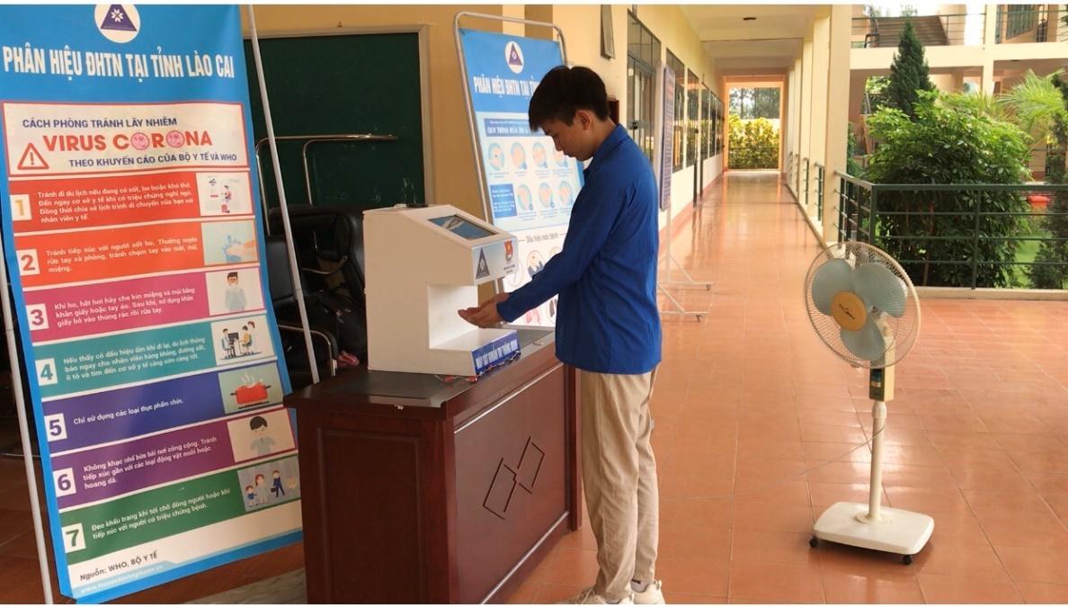 Sáng tạo máy sát khuẩn tay thông minh ý tưởng của thầy trò Phân hiệu Đại học Thái Nguyên tại tỉnh Lào Cai