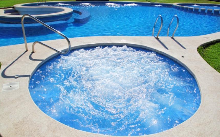 Bể sục Jacuzzi mang lại trải nghiệm massage thủy lực