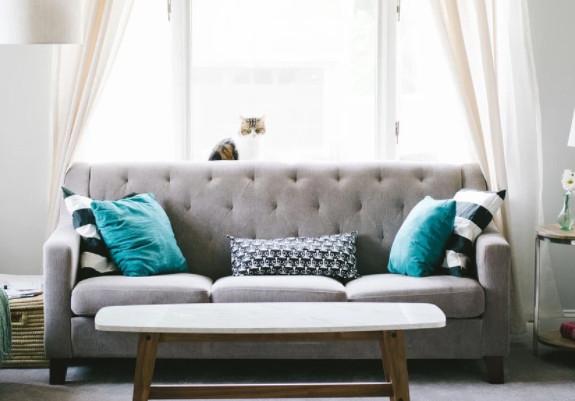 家具のプロがおすすめ!2人暮らしにあうリビング用のシンプルでおしゃれな一生モノの椅子やソファを選ぼう!