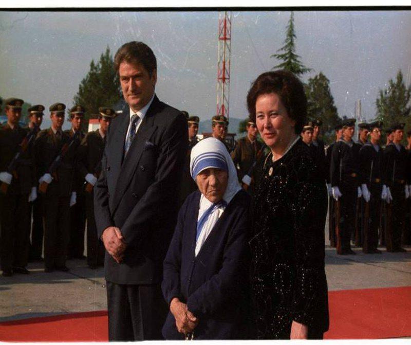 Sali Berisha: Nënë Tereza, bamirësja më e madhe e kohërave - Politike
