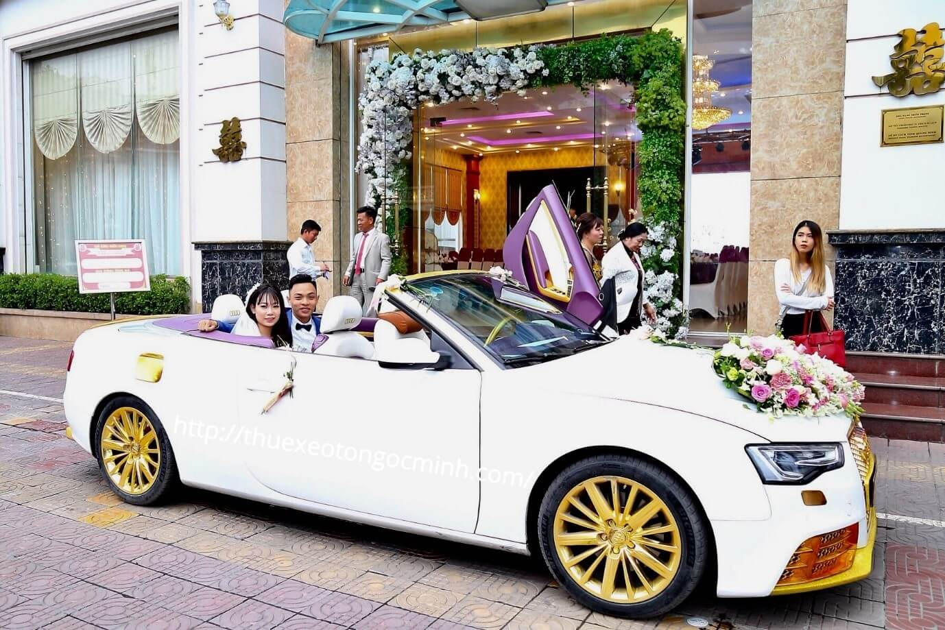 Thuê xe cưới rước dâu TPHCM loại mui trần