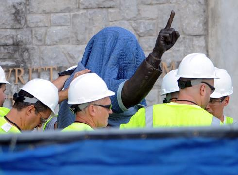 Penn-State-takes-down-Paterno-statue-E81THGFT-x-large.jpg