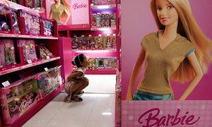 Doanh số bán búp bê Barbie đồ chơi cho bé gái đã giảm trong quý thứ tám liên tiếp.