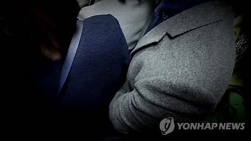 Báo Hàn đưa tin vụ yêu râu xanh sàm sỡ cô gái trong thang máy và bất ngờ trước số tiền phạt vỏn vẹn 200 nghìn đồng - Ảnh 3.