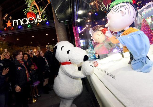 Người dân New York dõi xem các hoạt động mở đầu dịp mừng Giáng sinh.