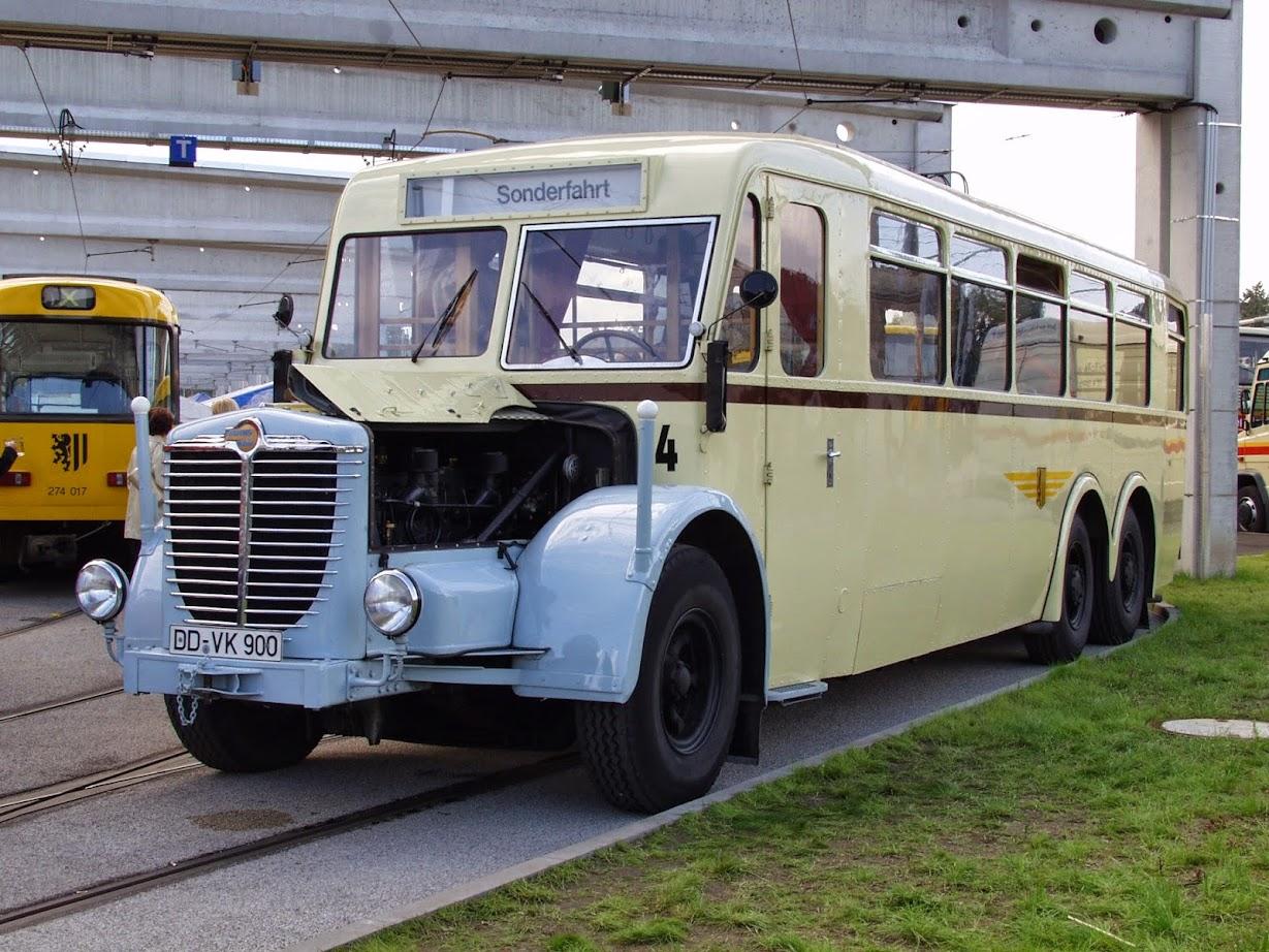 Oldtimer Bus der Verkehrsbetriebe Dresden