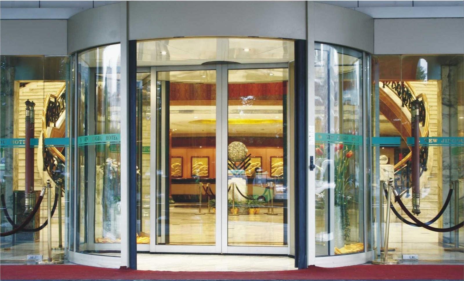 Cửa cổng tự động tại các khách sạn mang đến sự chuyên nghiệp và sang trọng