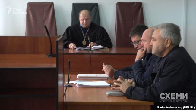 Лазаркович з адвокатами в суді
